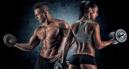 mujer y hombre entrenando